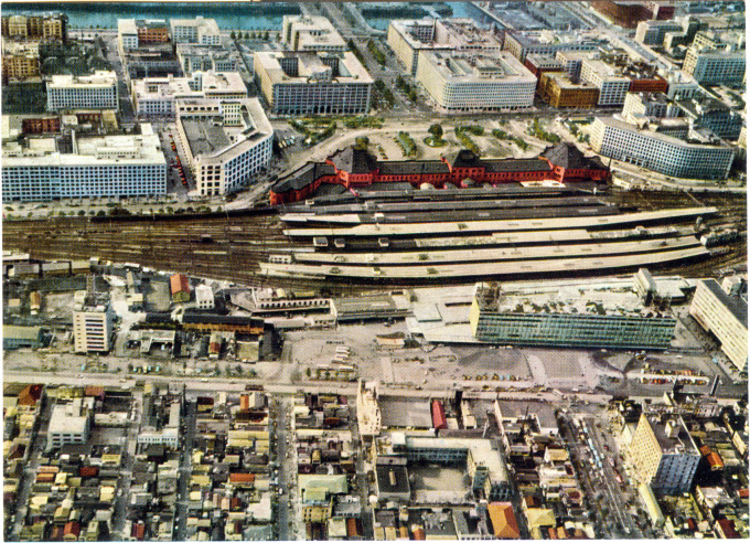 Aerial view of Tokyo Station, c. 1960, depicting the newly-completed Daimaru department store anchoring the Yaesu entry to the terminal.