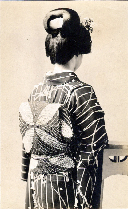 Kimono obi, from the back, c. 1910.