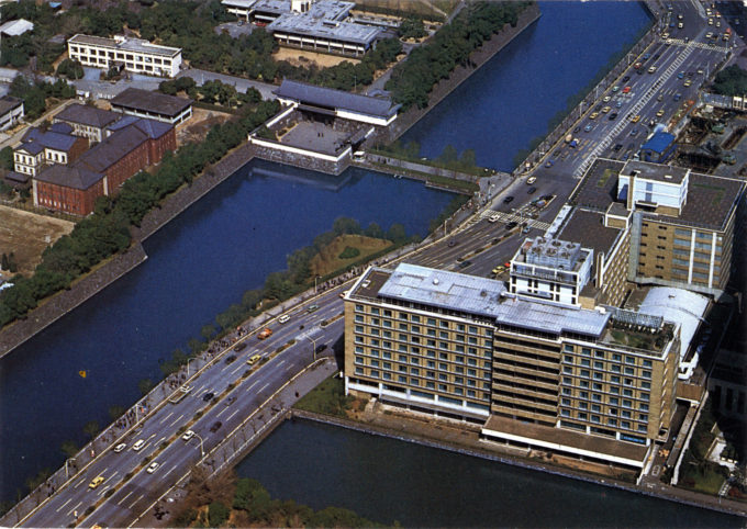 Aerial view of the Palace Hotel, relative to the Imperial Palace's Otemachi Gate and palace moats.